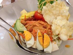 Rujak Pengantin Salad (IDR 49K).